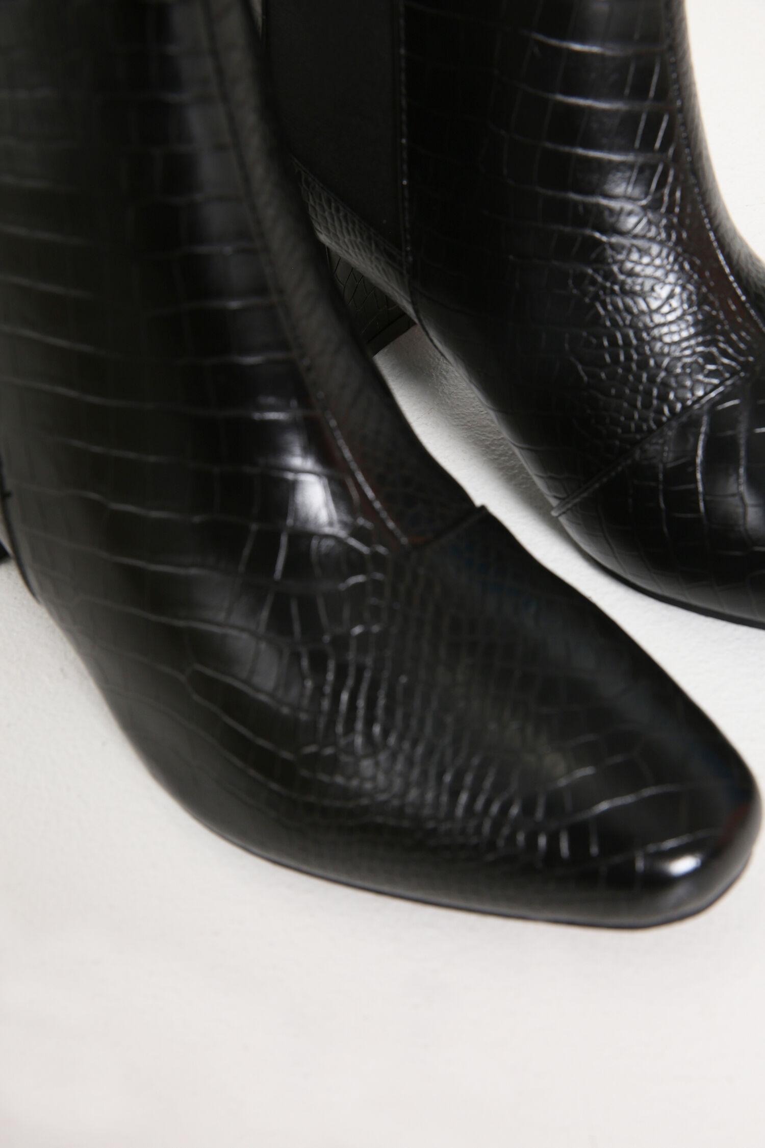 Schoenen voor brede voeten berry! magazine Van den Assem